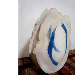white vase #06   48 x 35 x 12 cm